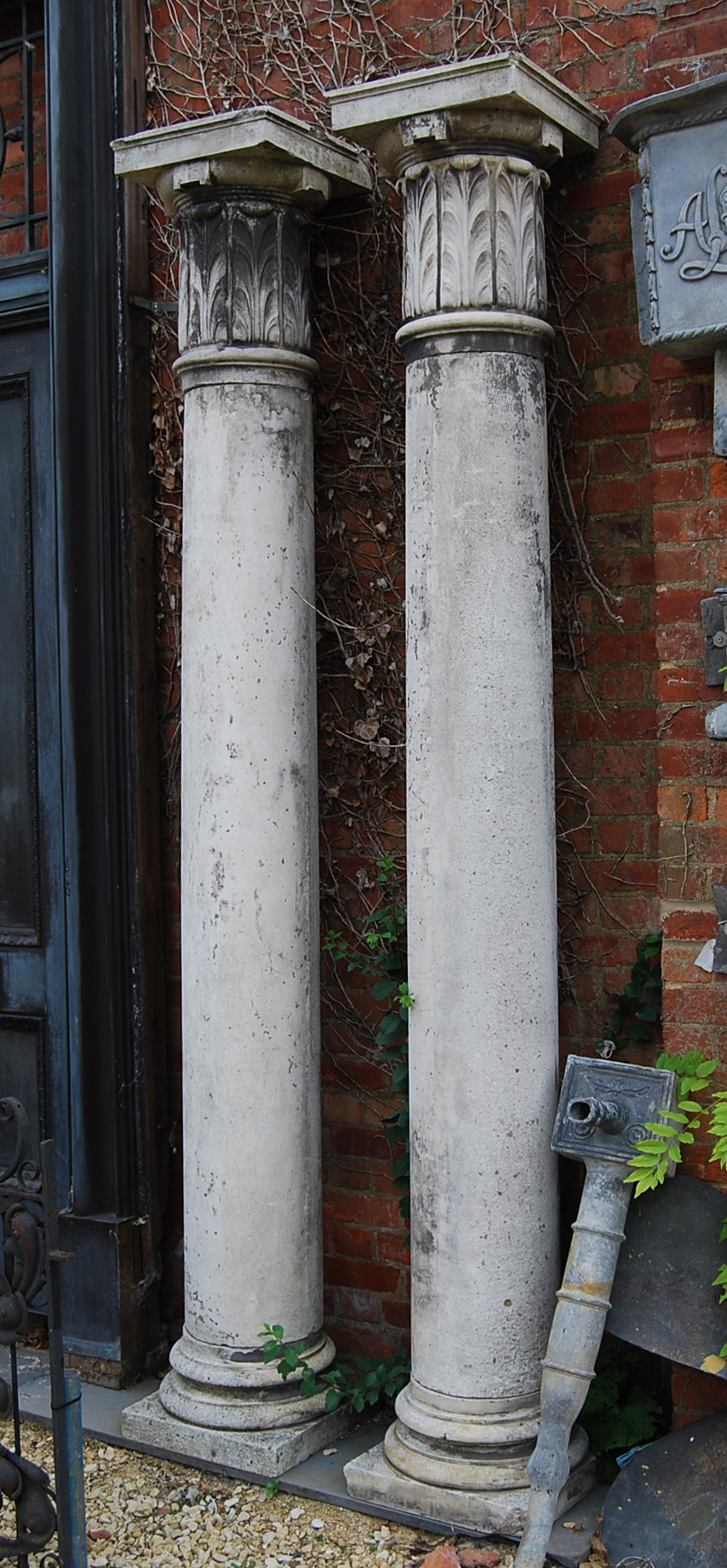 A pair of English composition stone columns-0