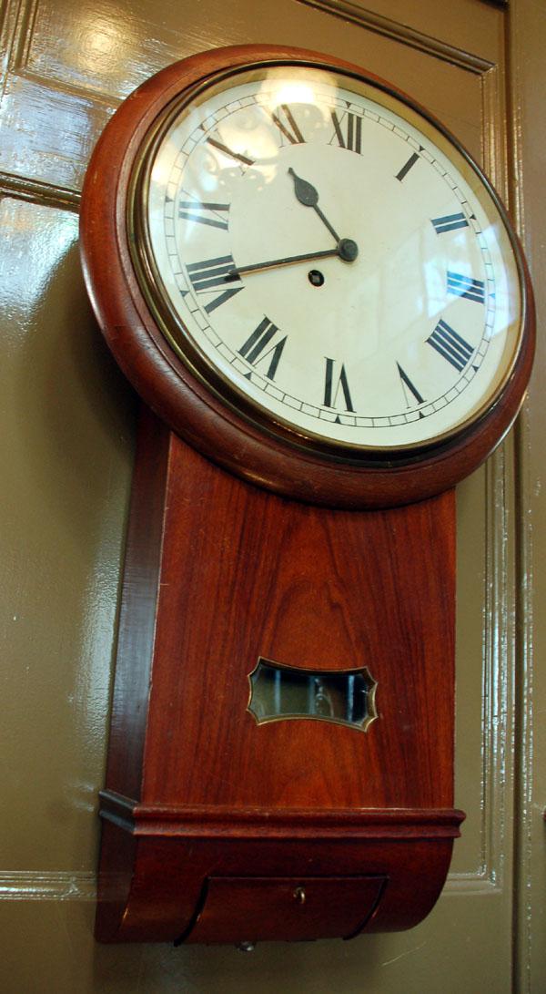 Drop case dial clock-0