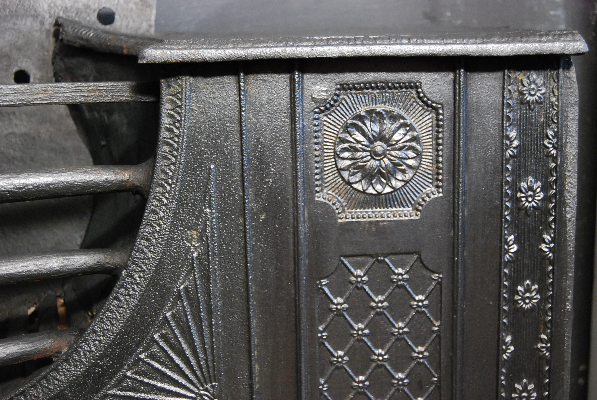 A fine George III cast-iron hob grate-73486