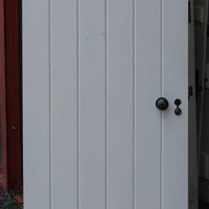 A pine plank door-0