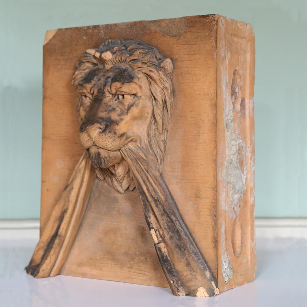 A lion keystone-81590