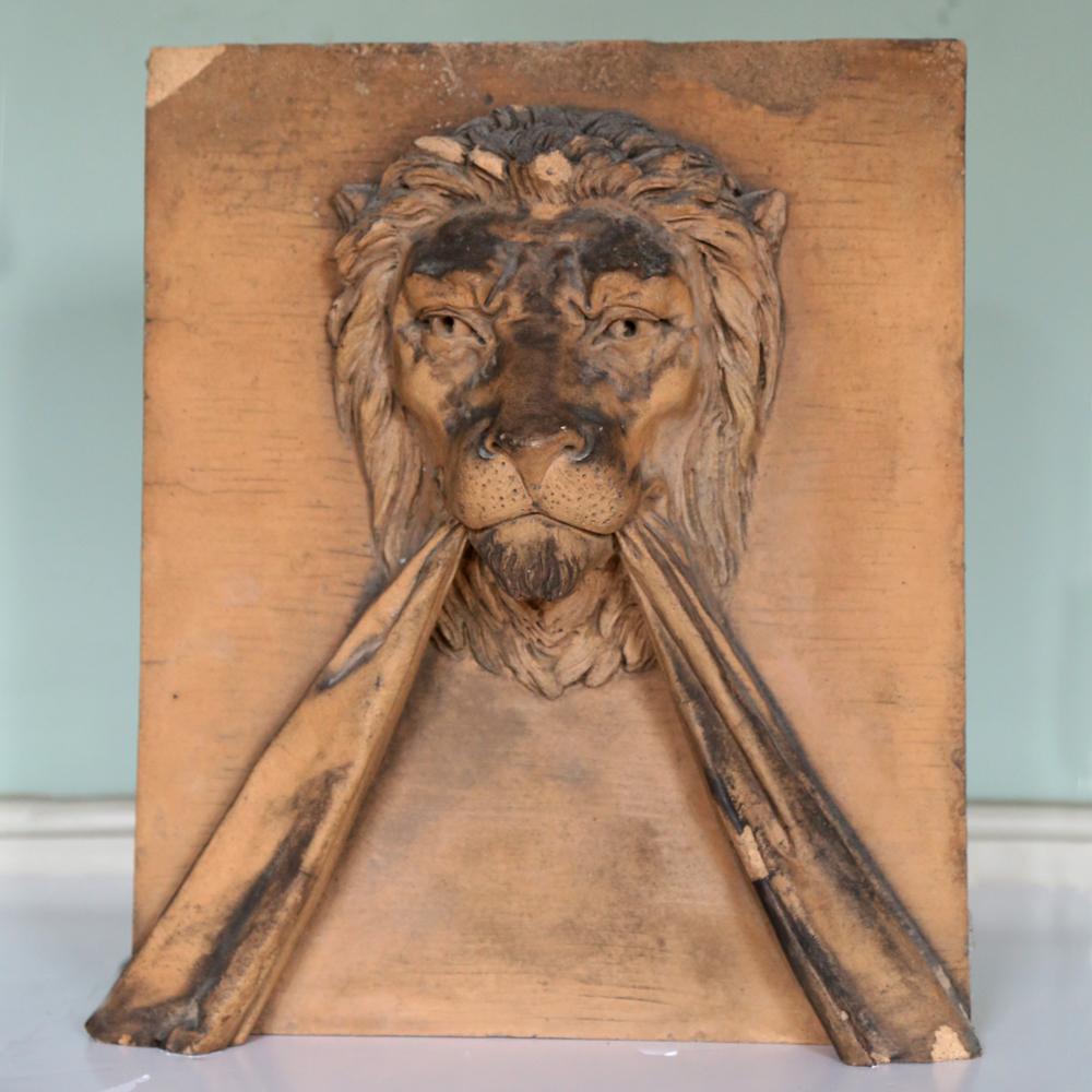 A lion keystone-0