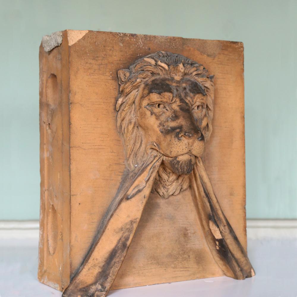 A lion keystone-81587