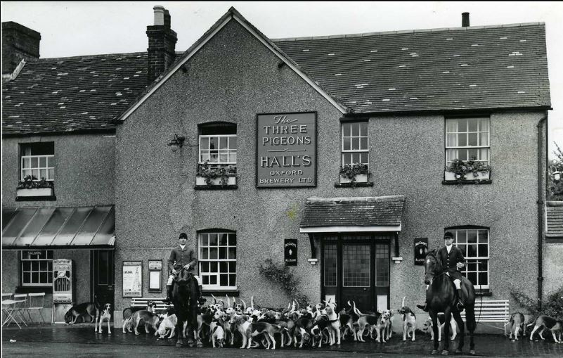 The Hunt meets at The Three Pigeons, Milton Common,