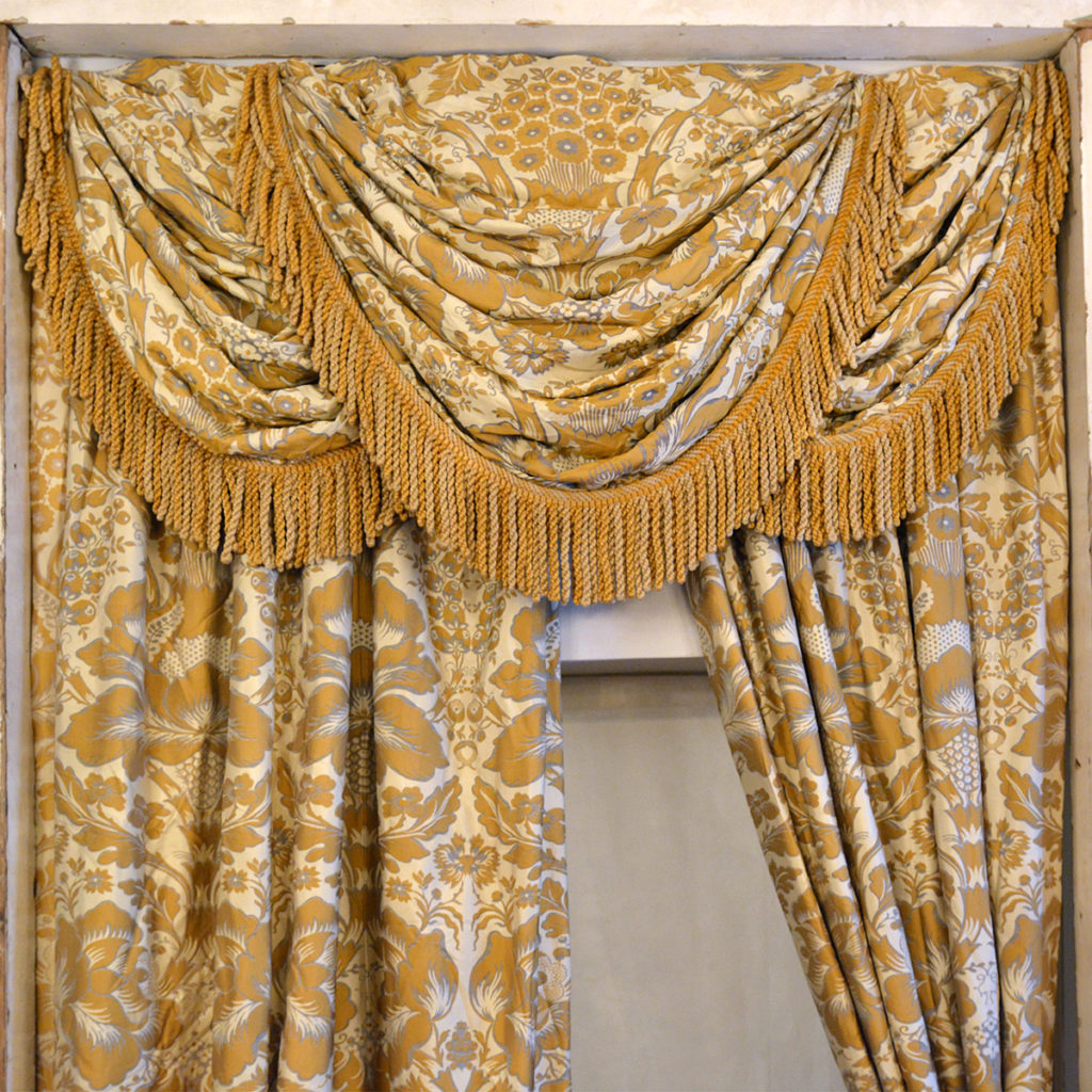 A suite of silk twill damask curtains,-84238