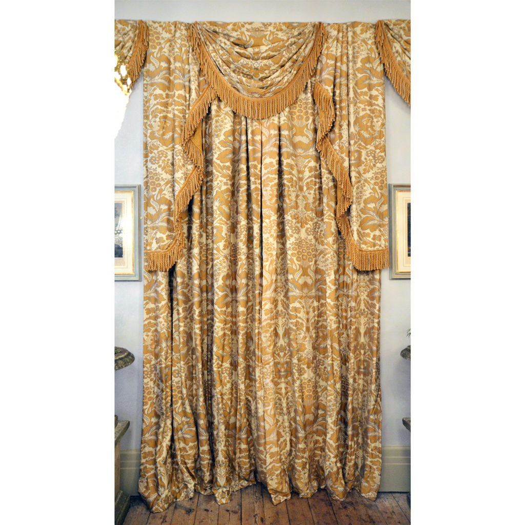 A suite of silk twill damask curtains,-84239