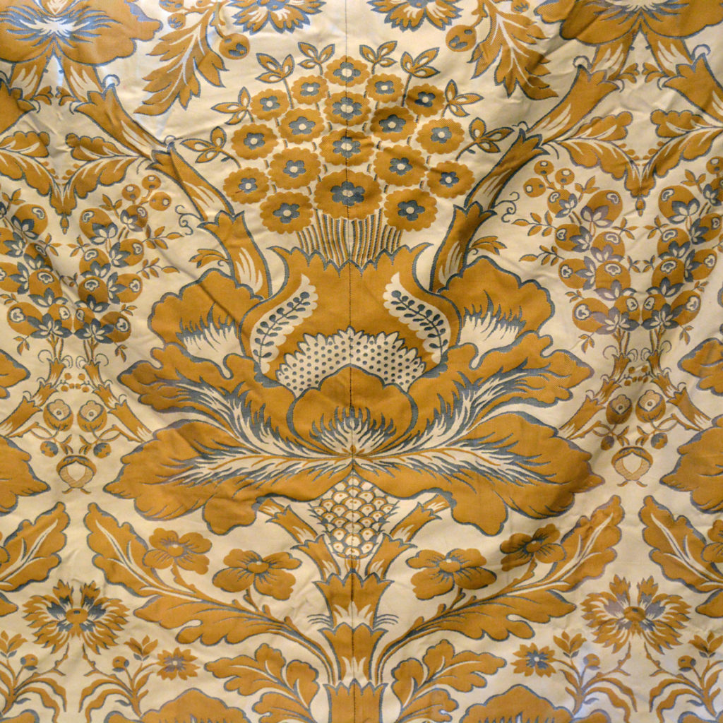 A suite of silk twill damask curtains,-84231