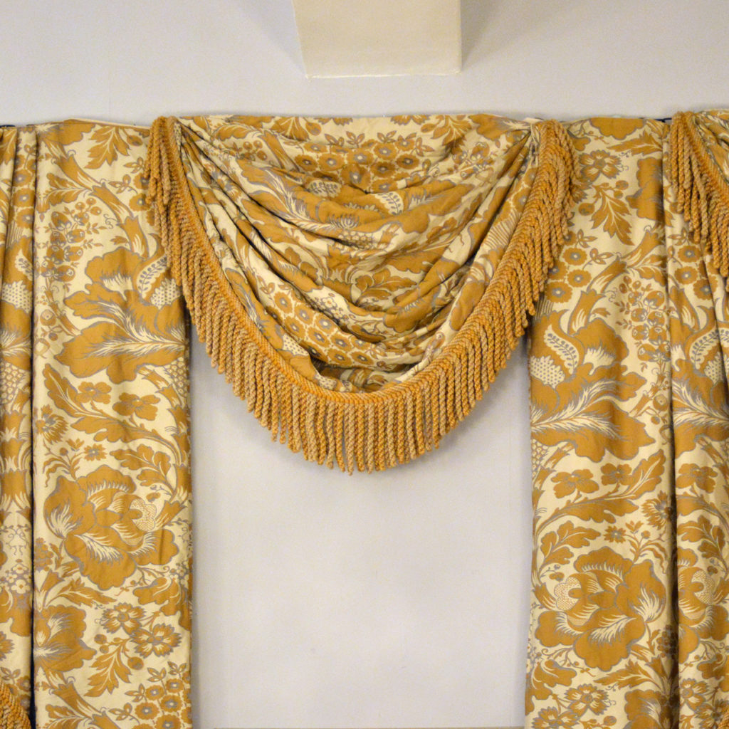 A suite of silk twill damask curtains,-84237