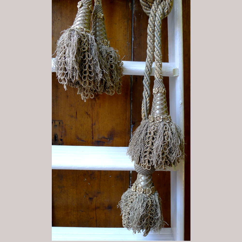 Silver tassels with netting and floral details-84585