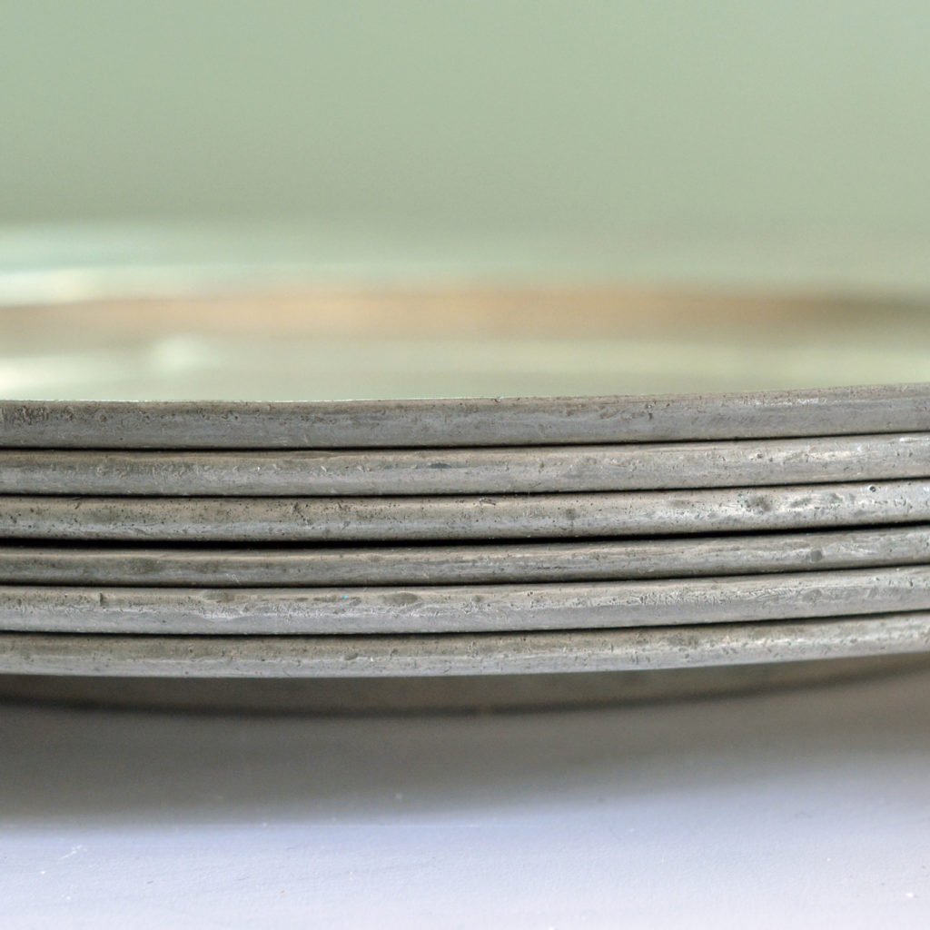 Plain rimmed pewter plates,-87980