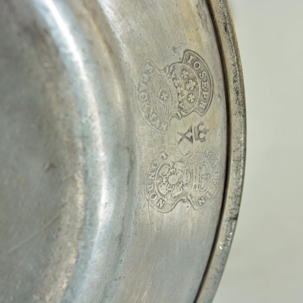 Plain rimmed pewter plates,-87978