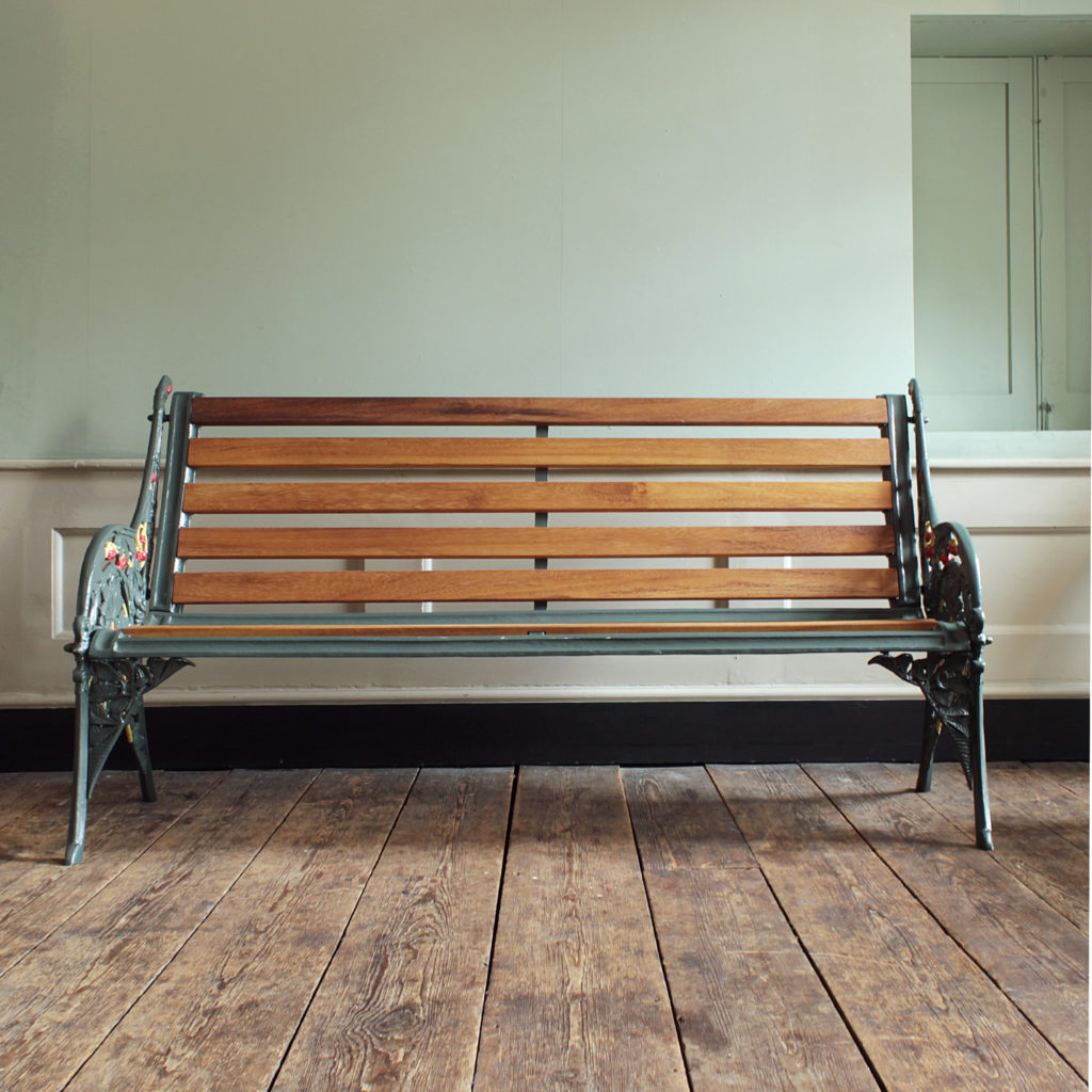 A decorative cast iron garden bench,-94158