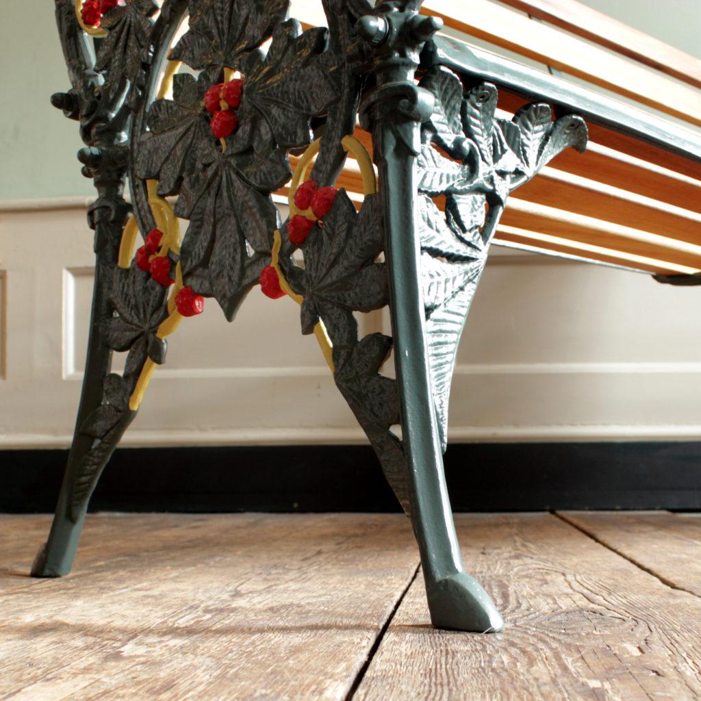 A decorative cast iron garden bench,-94157