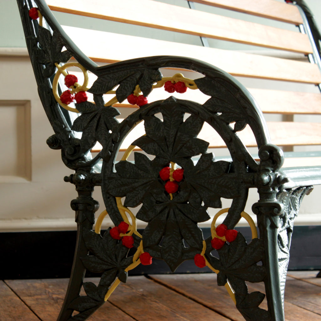 A decorative cast iron garden bench,-94156