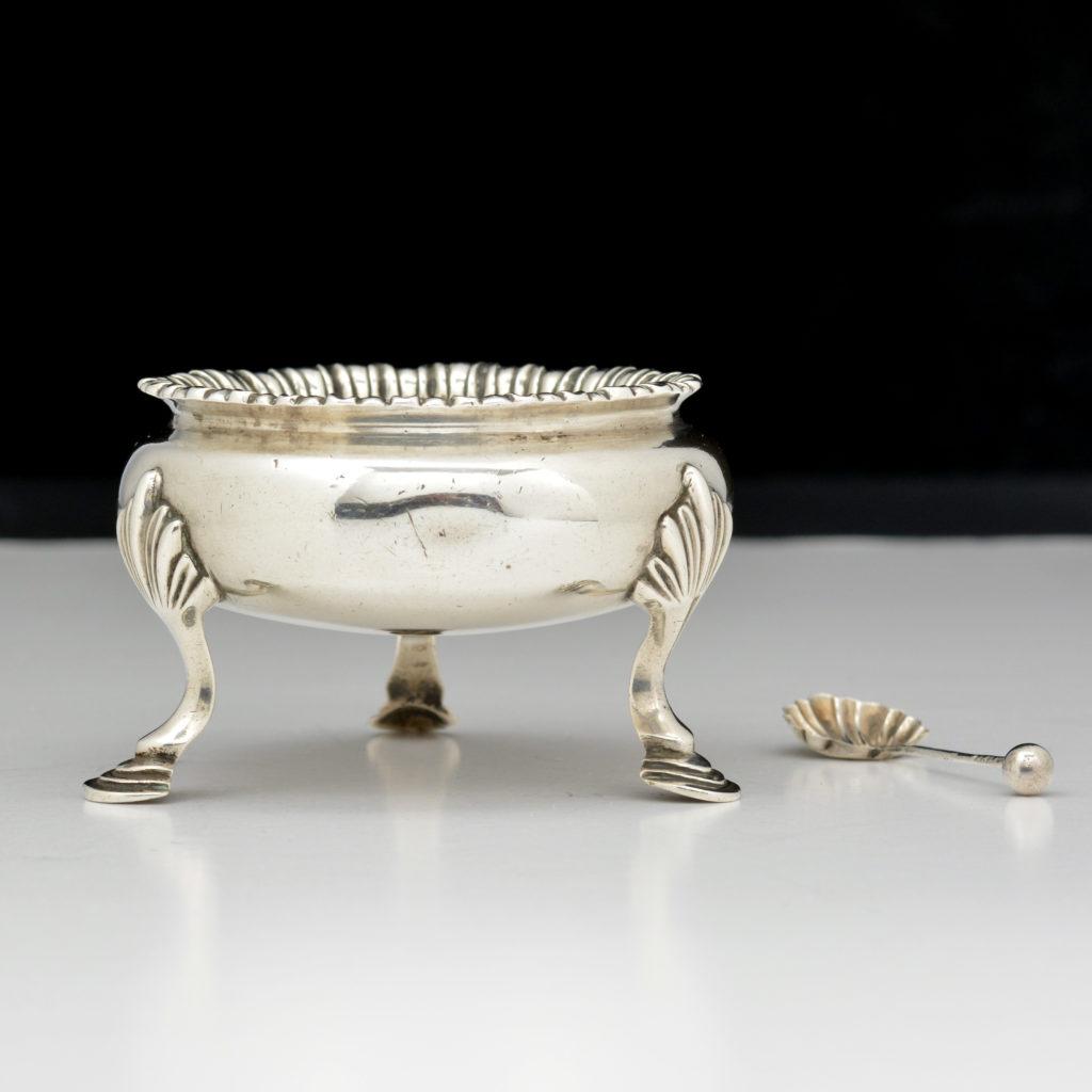 A George III sterling silver salt cellar,-94528