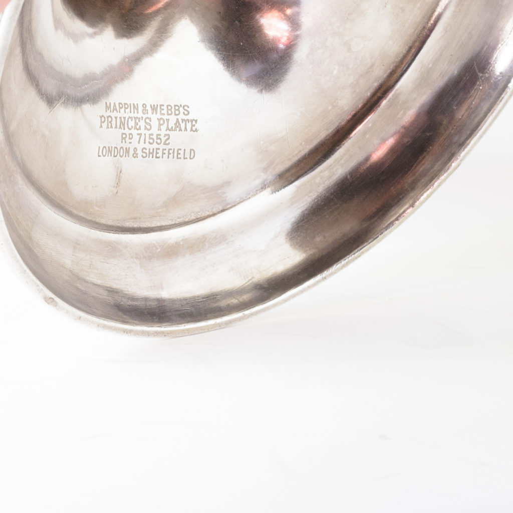 Silverplated communion dish on stand,-109916