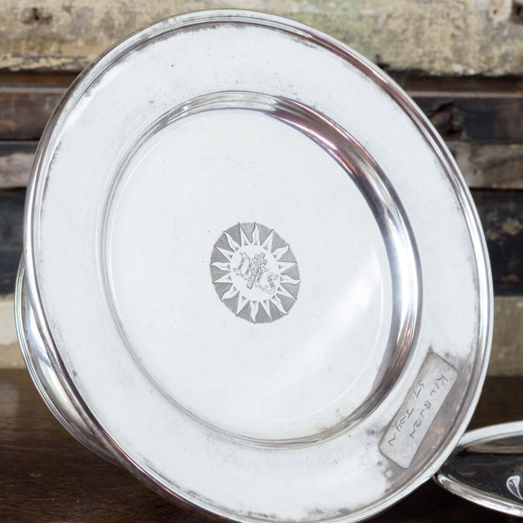 Silverplated communion dish on stand,-109918