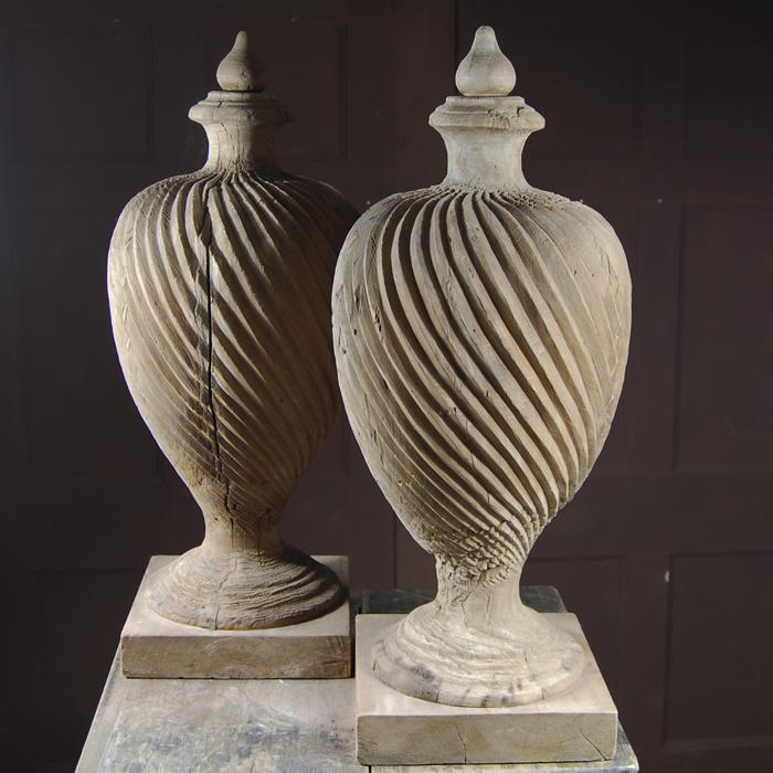 Wrythen urns