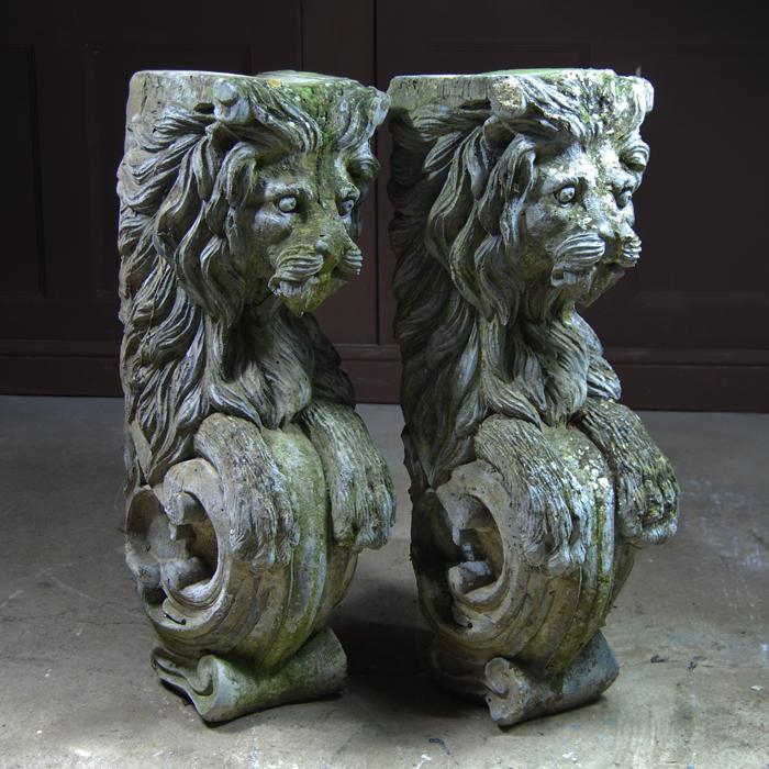 Lion consoles