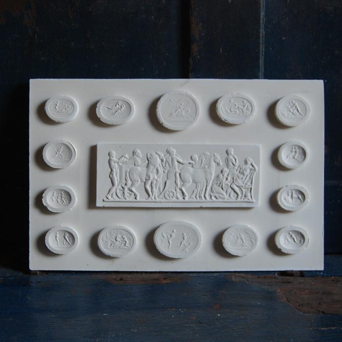Intaglio plaque