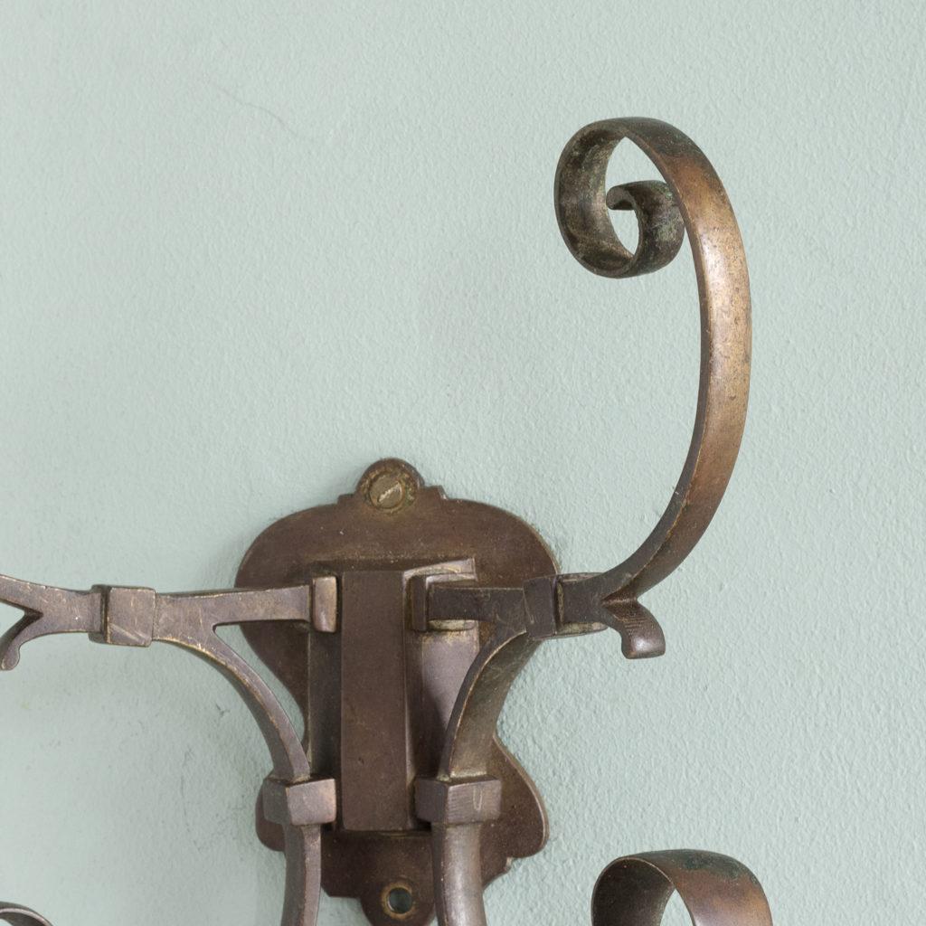 Two brass double hooks,-114543