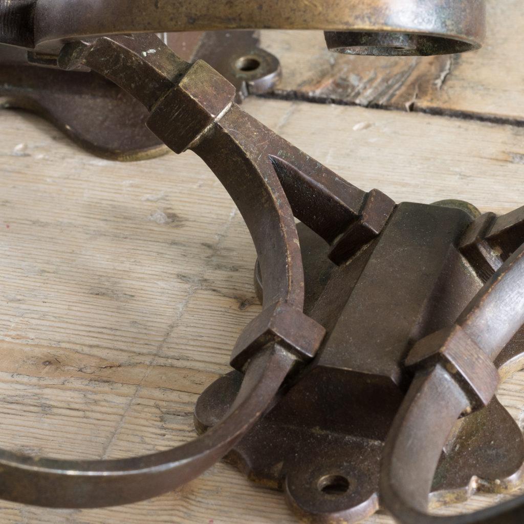 Two brass double hooks,-114544