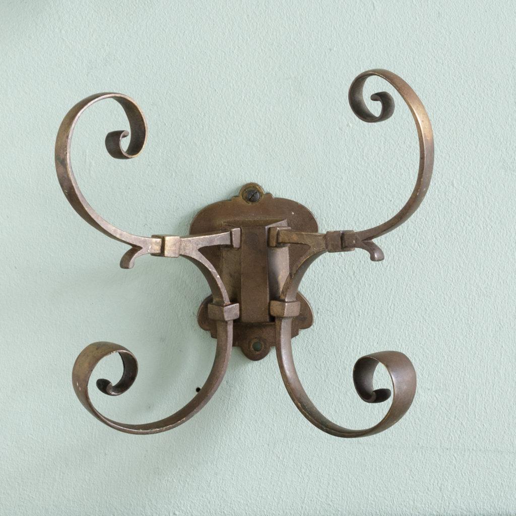 Two brass double hooks,-114542