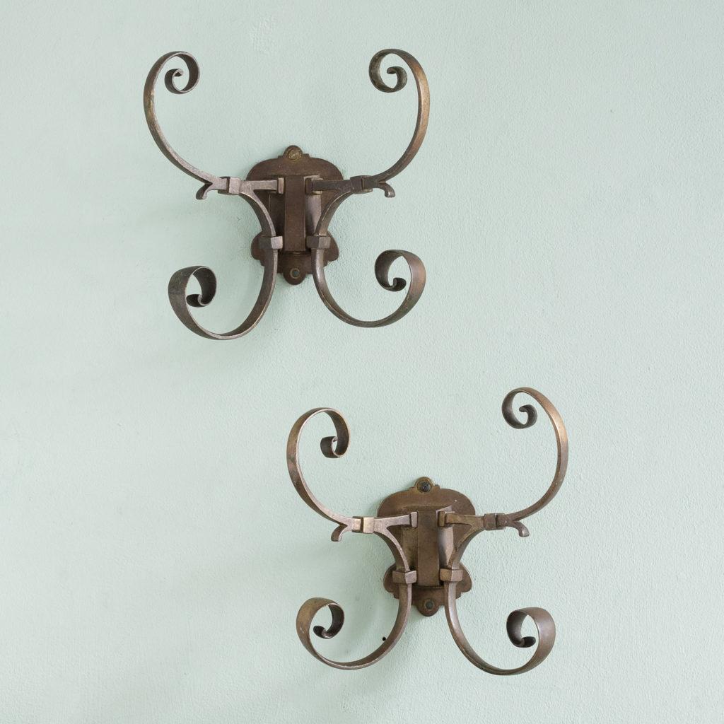 Two brass double hooks,-0