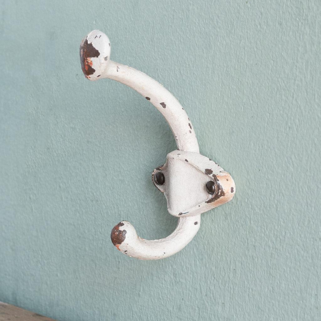 Iron cloakroom hooks,-117104