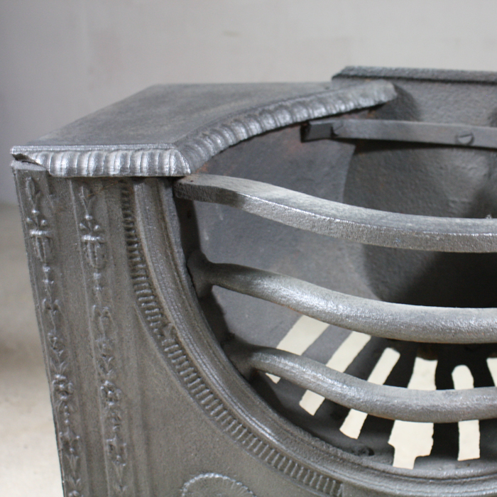 A George III cast iron hob grate,-129799