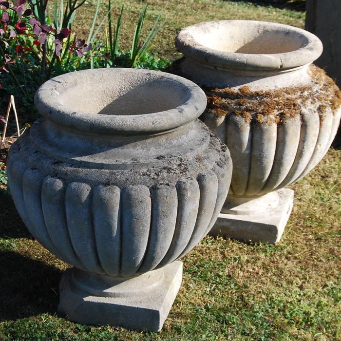Lobed urns