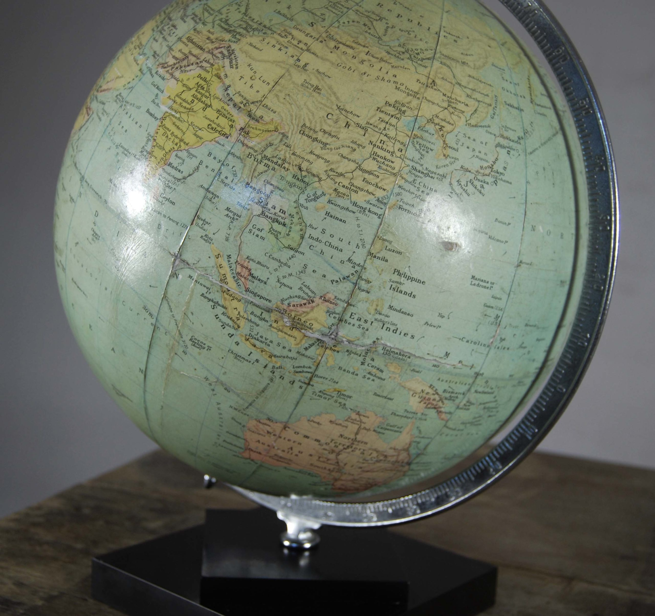 "A Philips' 12"" table globe-120822"