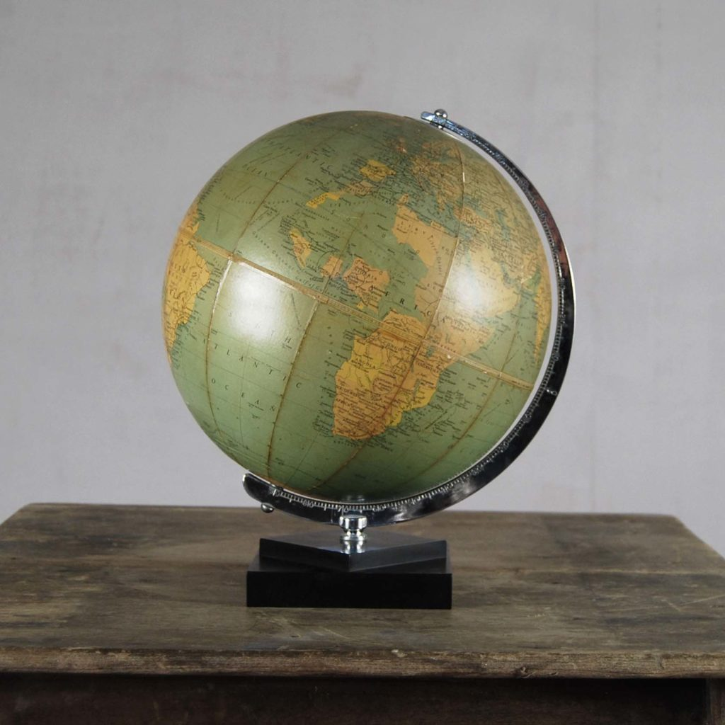 """A Philips' 10"""" table globe-0"""
