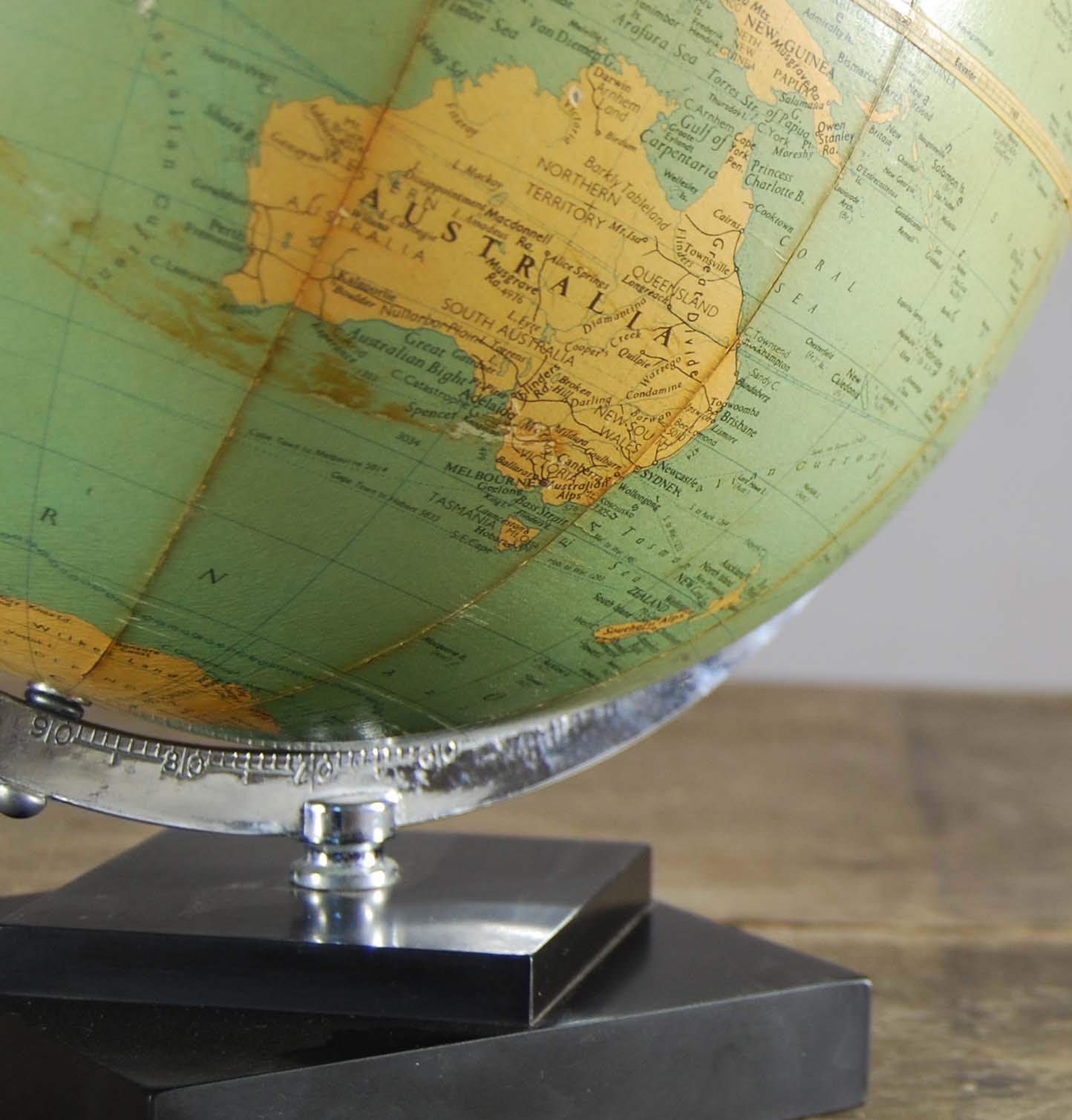 """A Philips' 10"""" table globe-120824"""