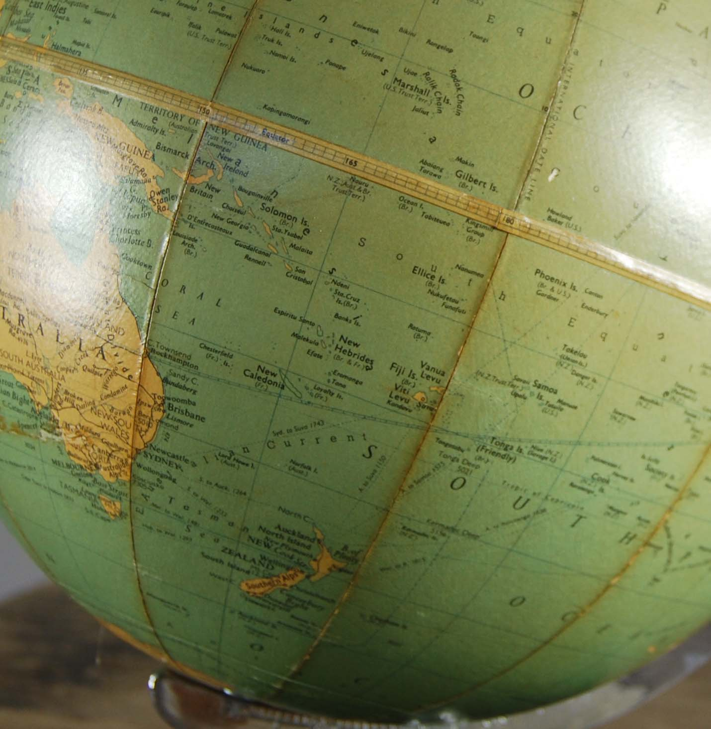 """A Philips' 10"""" table globe-120827"""