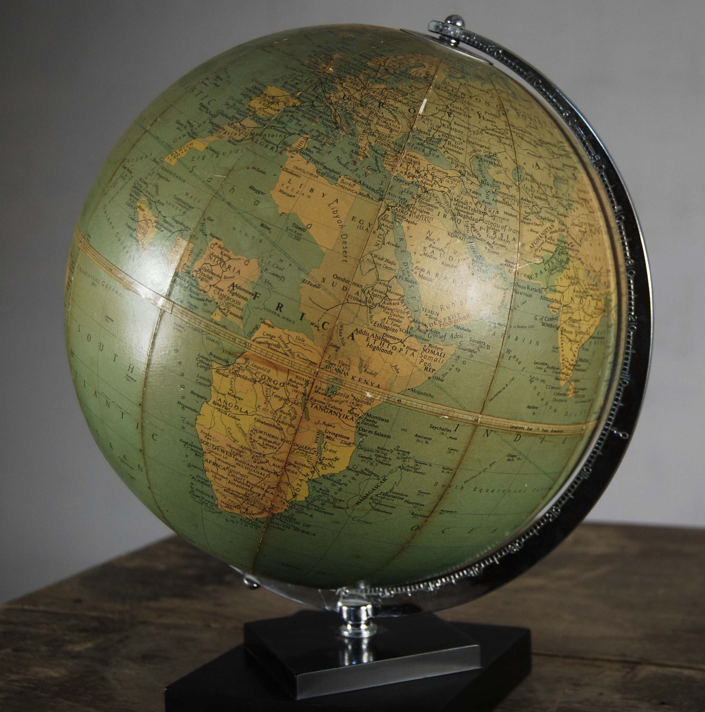 """A Philips' 10"""" table globe-120826"""
