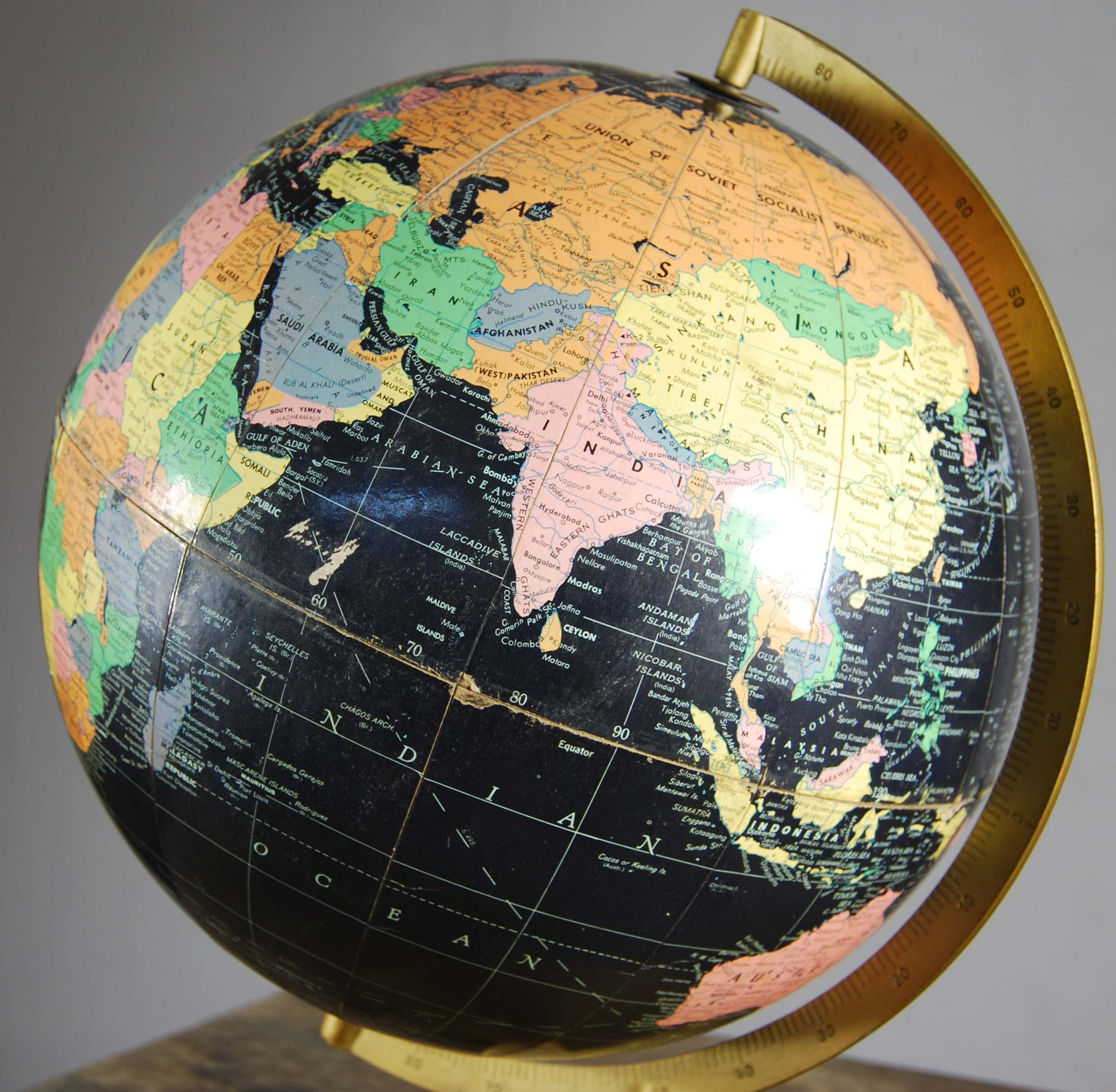 "A Philips' 12"" Blackbird table globe-120829"