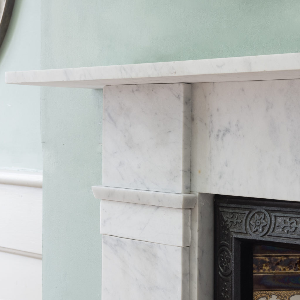 Late Victorian Carrara marble chimneypiece and cast iron insert,-124180