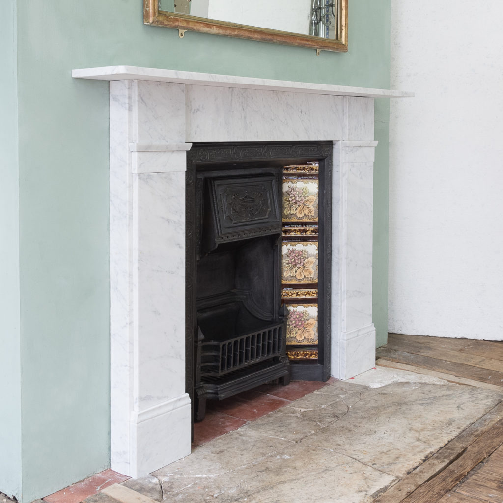 Late Victorian Carrara marble chimneypiece and cast iron insert,-124166