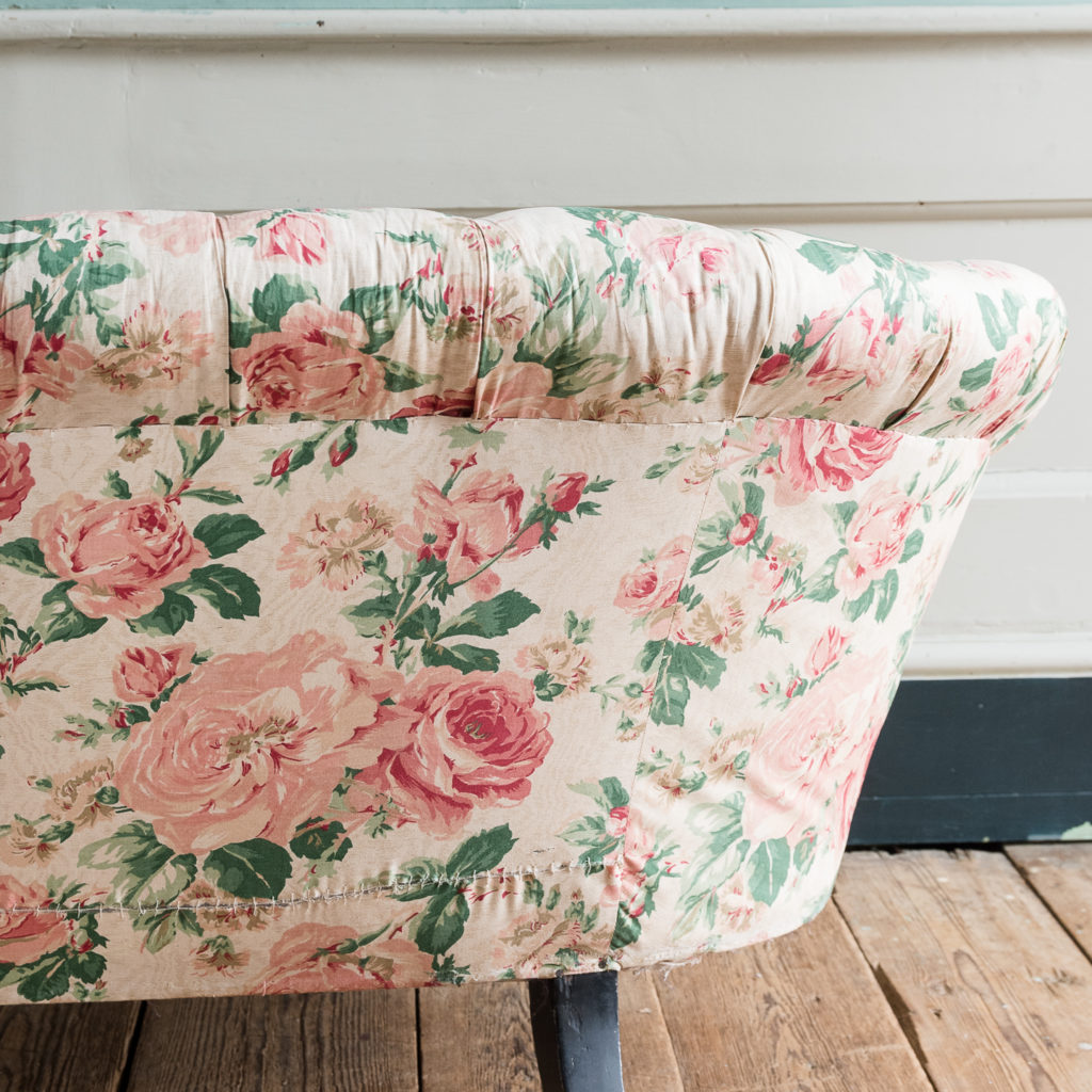 Small Victorian button-back kidney shaped sofa,-123914