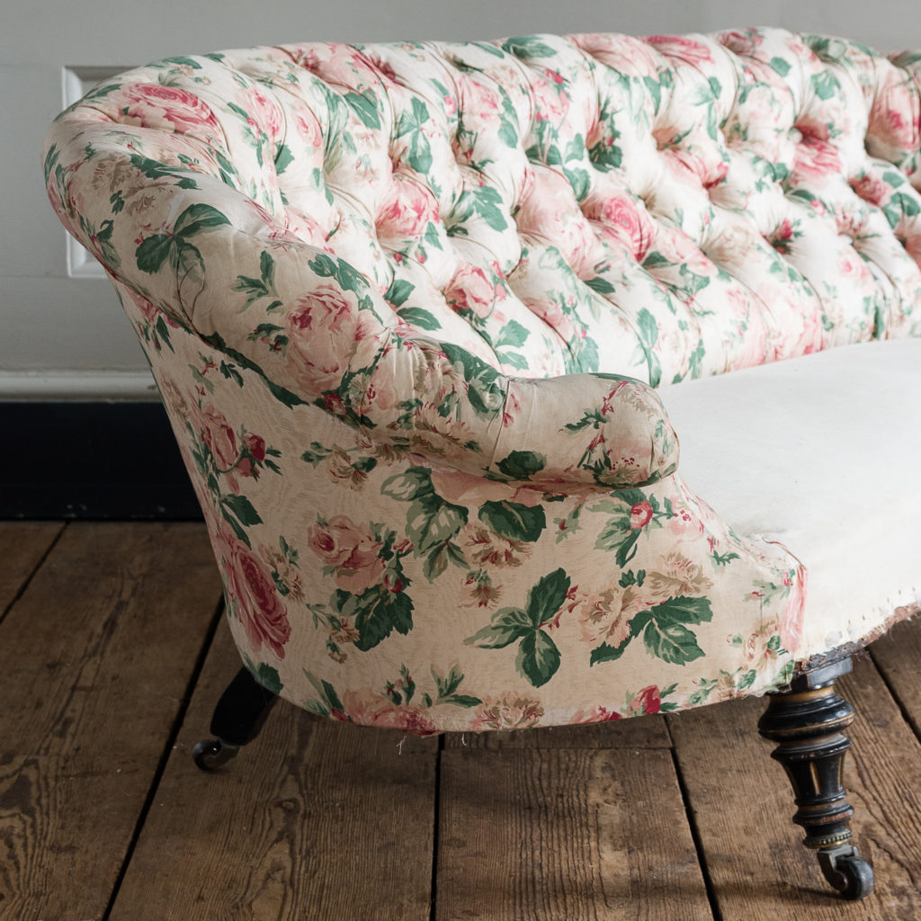Small Victorian button-back kidney shaped sofa,-123917