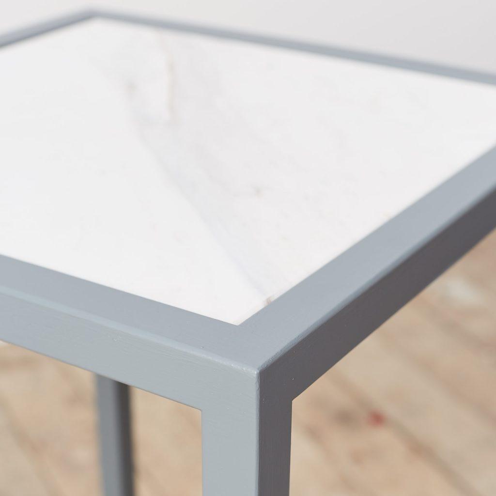 Marble top plinth,-124970