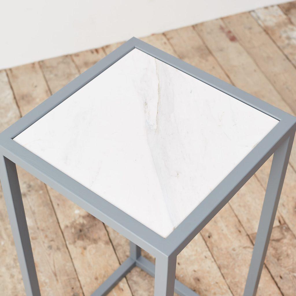 Marble top plinth,-124971
