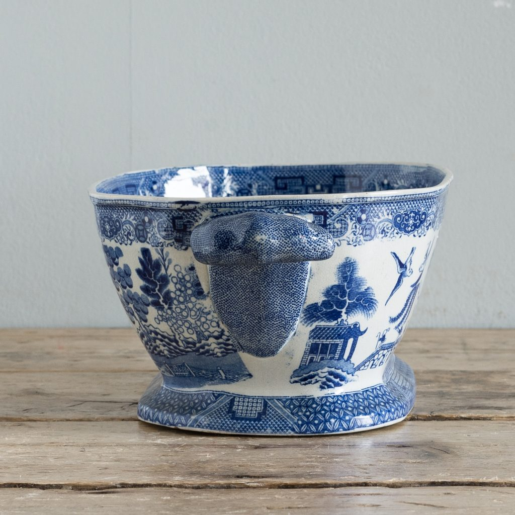 Nineteenth century blue and white Willow pattern planter,-125663