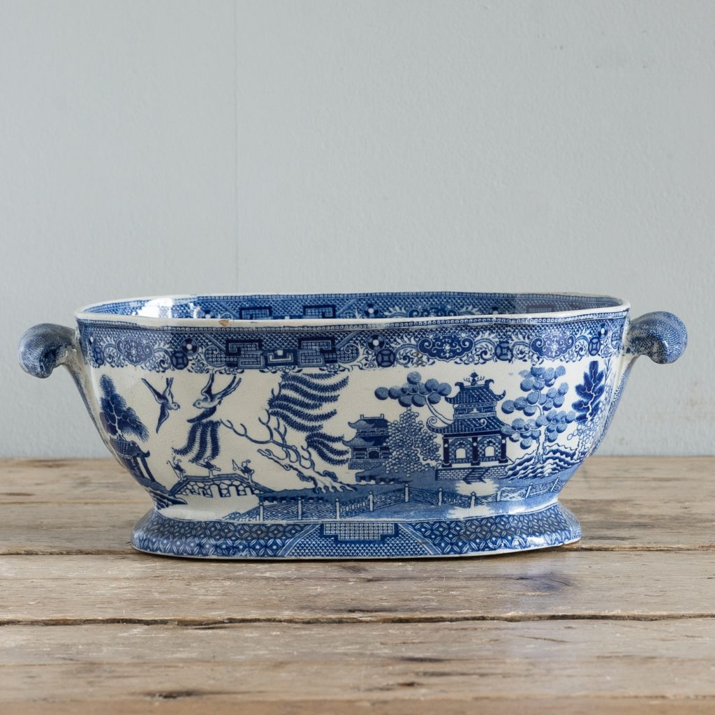 Nineteenth century blue and white Willow pattern planter,