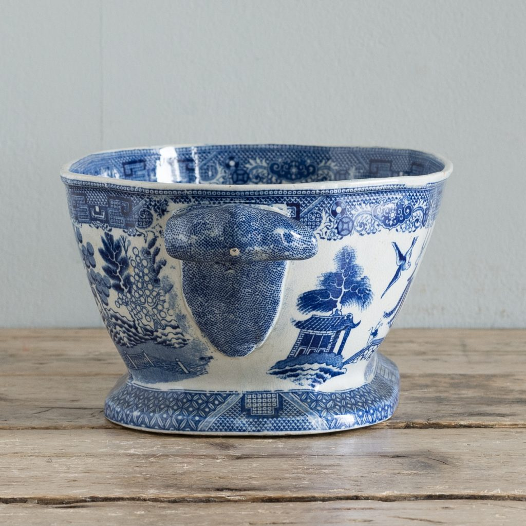 Nineteenth century blue and white Willow pattern planter,-125665