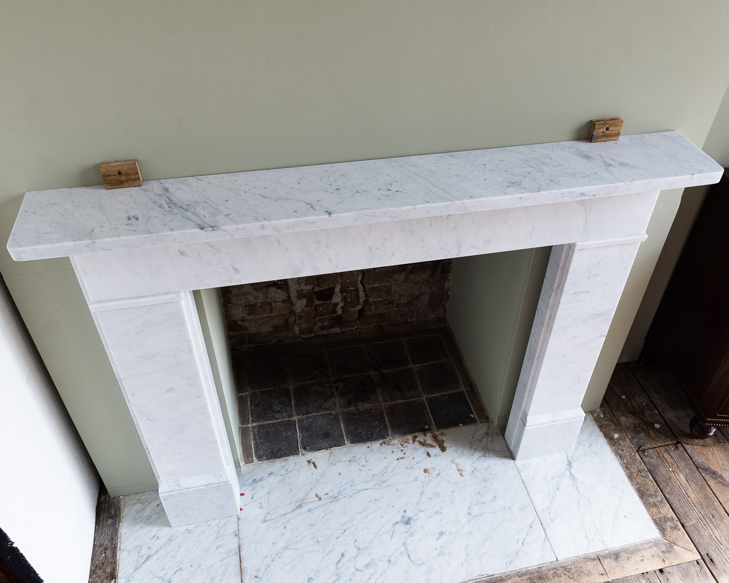 Victorian style Carrara marble flat-front chimneypiece,