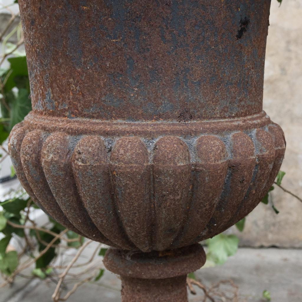 Cast iron campana urn,-127560