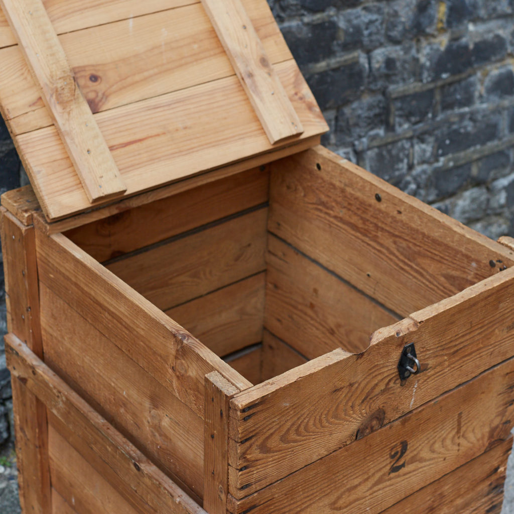 Reclaimed wooden crate,-128385