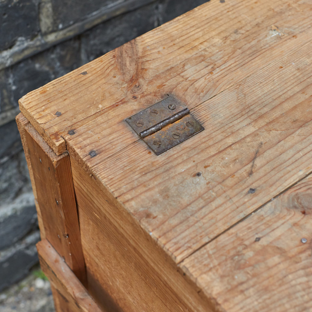 Reclaimed wooden crate,-128389